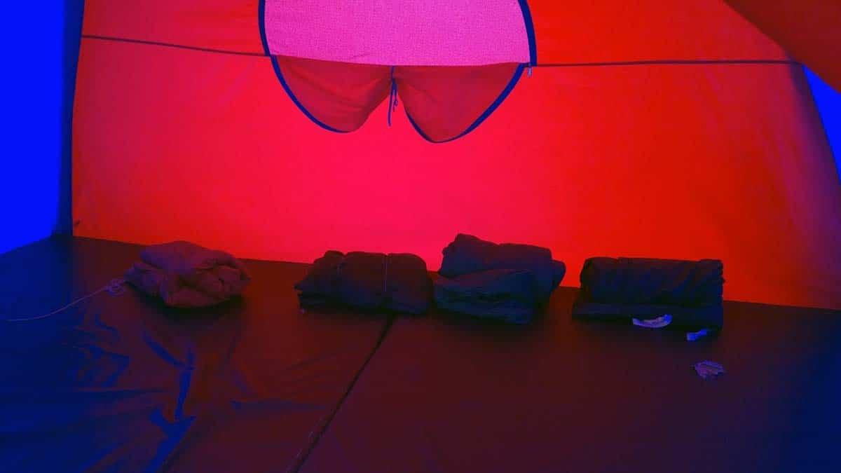 didalam tenda