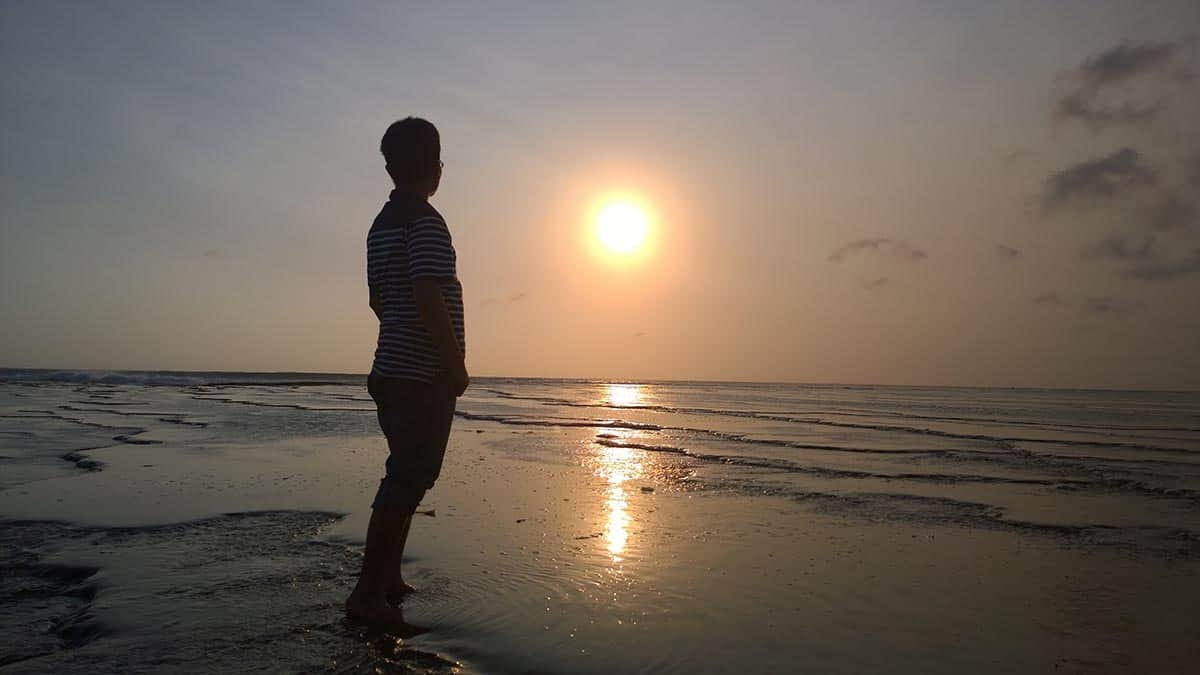 wisata pantai ujung genteng