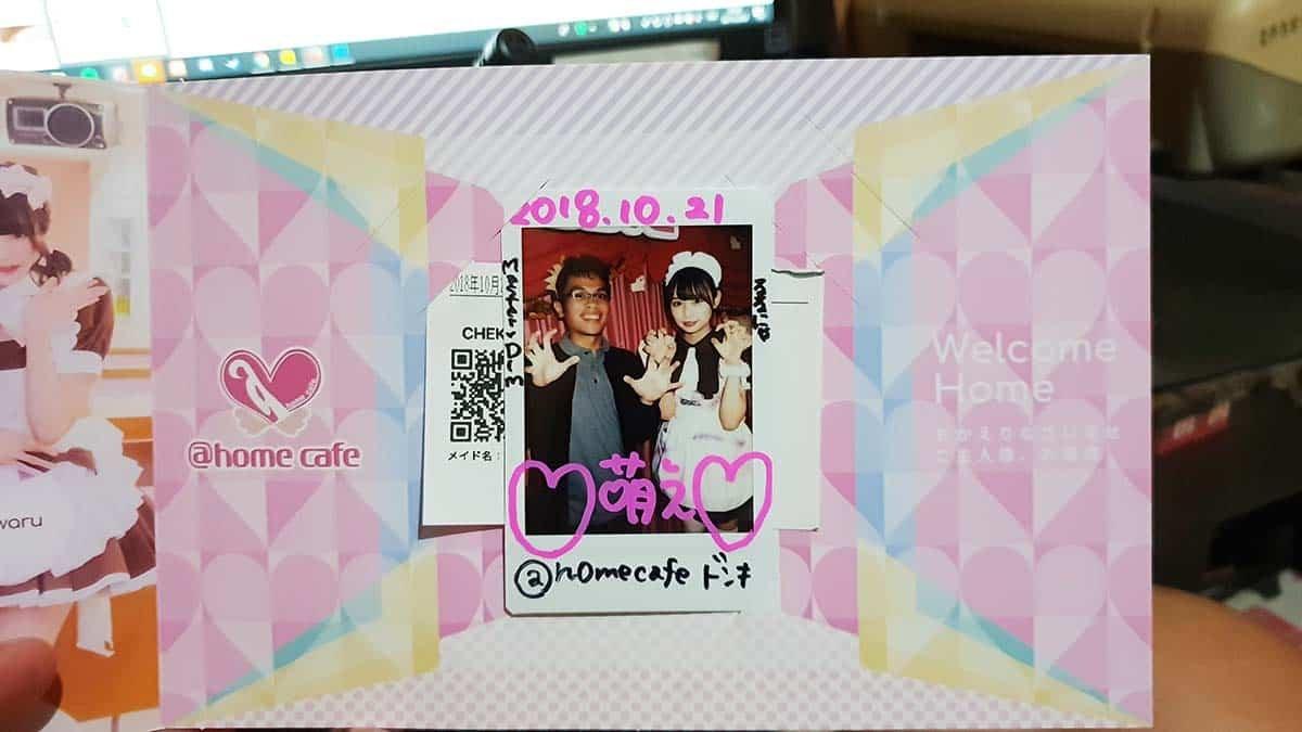 foto bersama salah satu maid